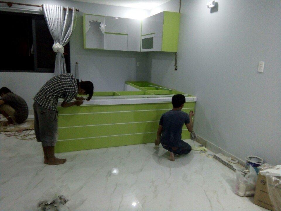 https://noithatbaonam.vn/upload/images/thiet-ke-tu-bep-go-acrylic-chu-l-nha-anh-dung-04.jpg