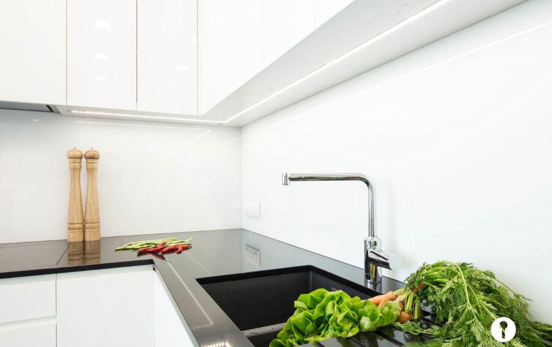 Tủ Bếp Acrylic Màu Trắng